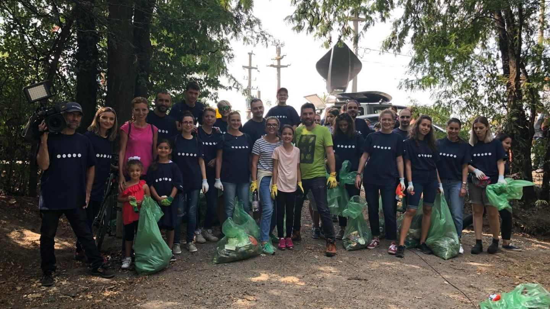 A început Ziua de Curățenie Națională! Let s Do It, România se desfășoară acum, iar echipa PRO TV este prezentă
