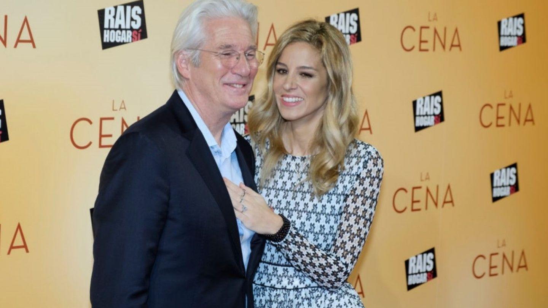 Richard Gere și soția sa cu 34 de ani mai tânără au confirmat că vor deveni părinți. Cine le-a binecuvântat copilul