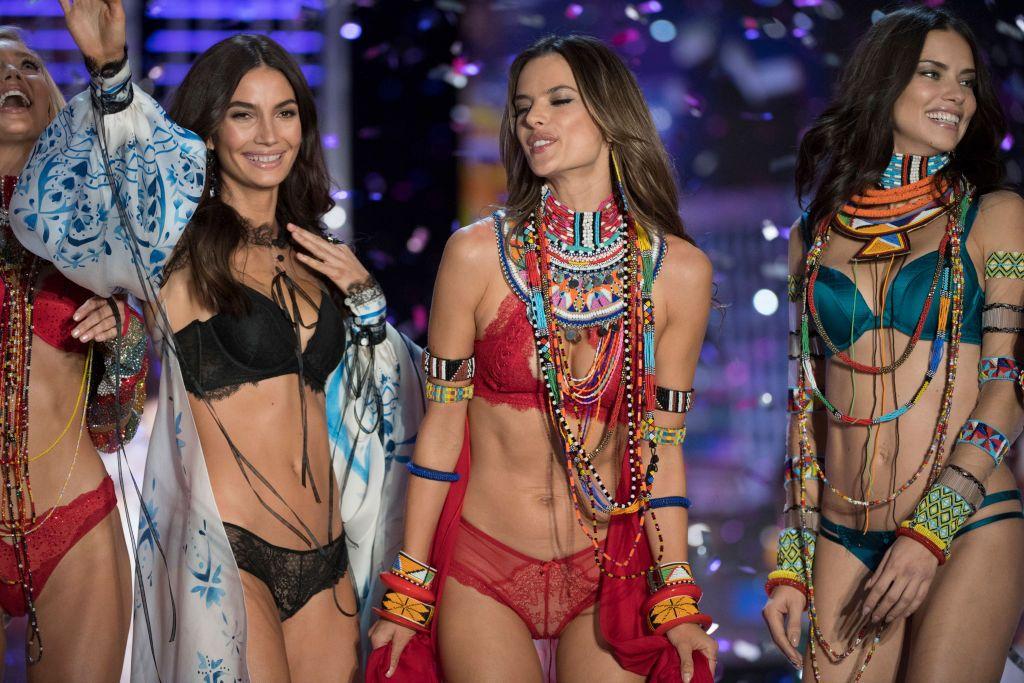 Cine este cel mai bine plătit model Victoria rsquo;s Secret. Suma impresionantă pe care o câștigă anual