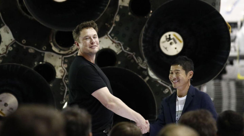 Primul turist spațial, care va efectua o călătorie în jurul Lunii, e japonez. Pe cine va lua cu el
