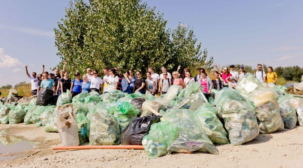 Peste 338 000 de voluntari au participat la Ziua de Curățenie Națională din cadrul proiectului Let's Do it Romania