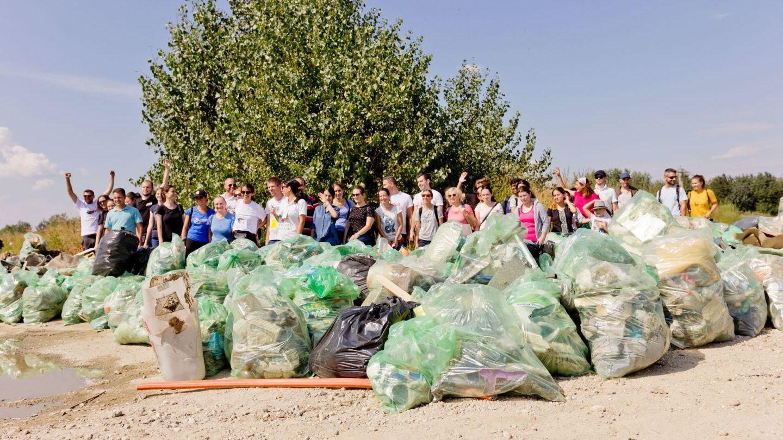 Peste 338 000 de voluntari au participat la Ziua de Curățenie Națională din cadrul proiectului Let s Do it Romania