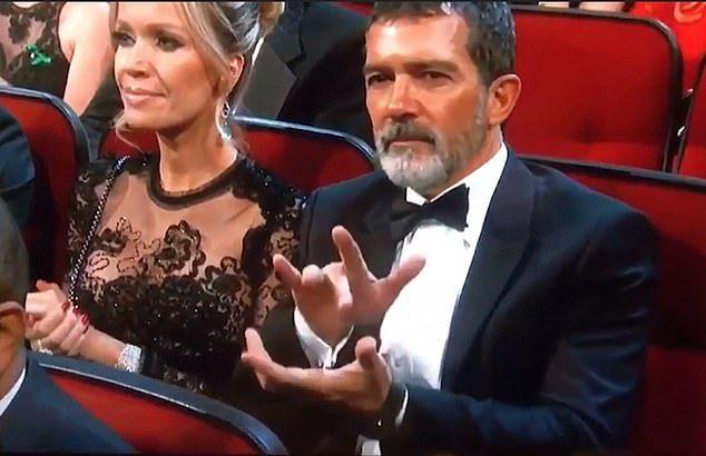 Modul bizar în care Antonio Banderas a aplaudat la Premiile Emmy. Fanii s-au amuzat copios