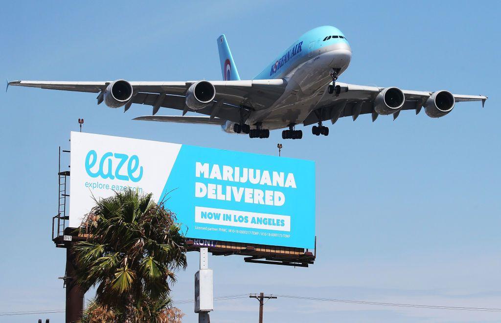 Regula ciudată de pe aeroportul din Los Angeles de care nu știa nimeni: ai voie cu marijuana