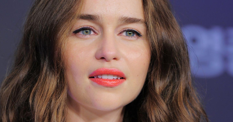 Emilia Clarke și-a schimbat radical look-ul, spre nemulțumirea fanilor:  Arăți bătrână