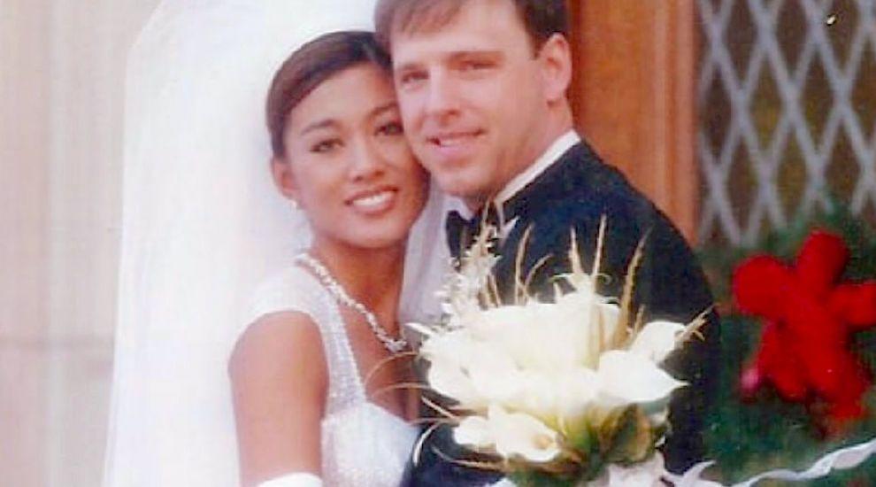 """Un chirurg estetician și-a operat soția timp de 16 de ani. O voia """"perfectă"""". Cum arată aceasta acum"""