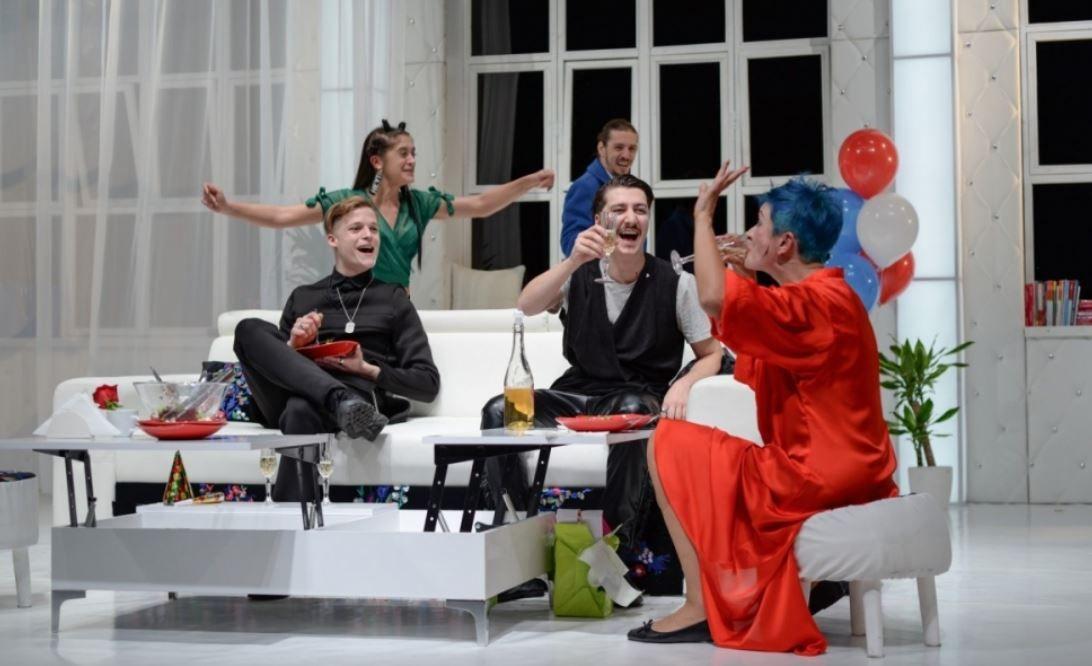 Începe Fest(in) pe bulevard, festivalul de teatru dedicat comediei bulevardiere