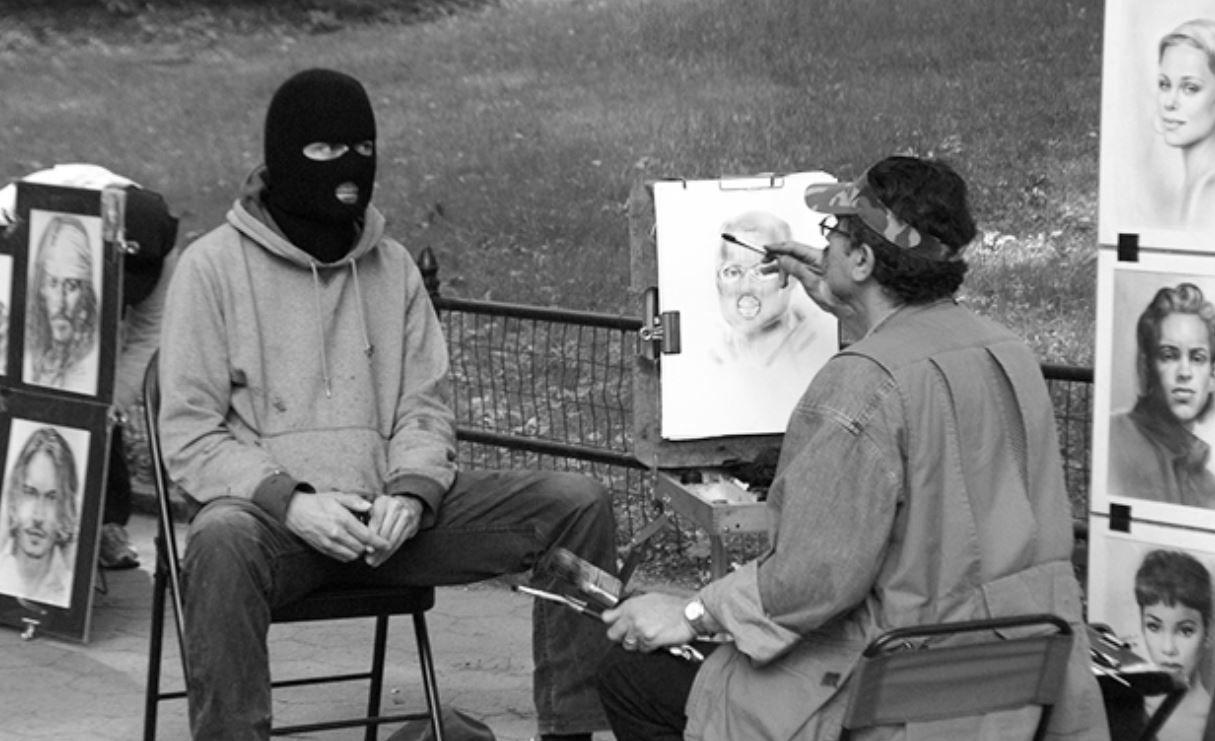 Cine este Banksy, artistul neconvențional care scoate în evidență toate defectele lumii contemporane