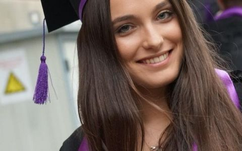 Cum trăiește un student român în Anglia: Alexia Eram, fiica Andreei Esca, și-a filmat camera de cămin