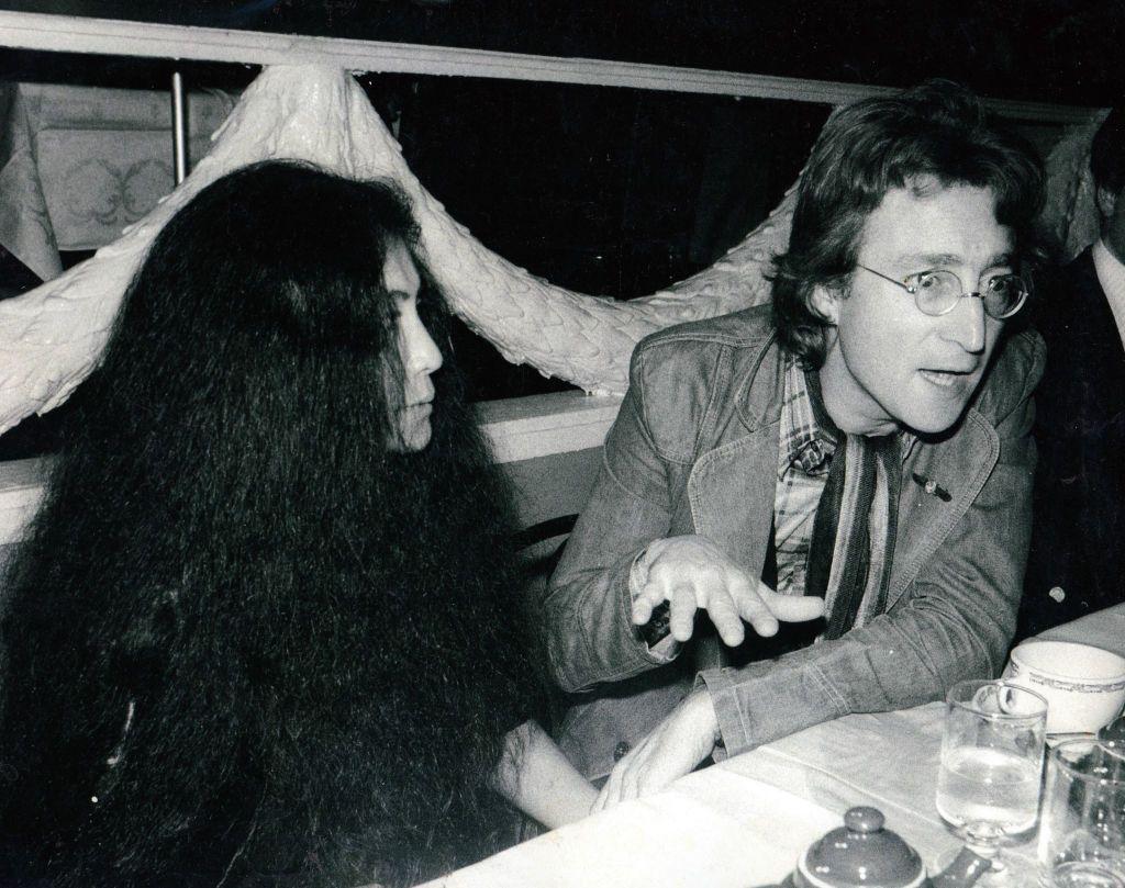 Poze rare din intimitatea lui John Lenon şi a lui Yoko Ono