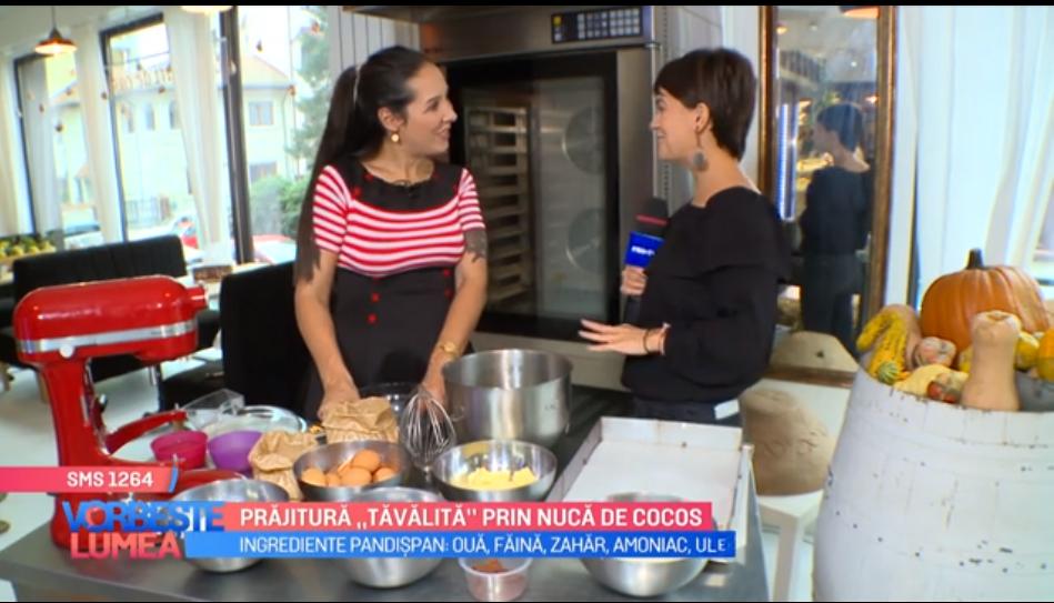 """VIDEO Prăjitura """"Tăvălită"""" prin nuca de cocos"""