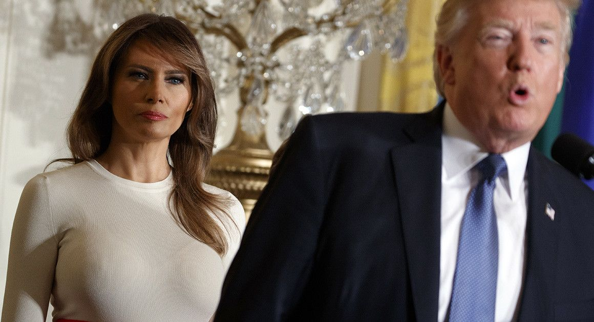 Președintele Donald Trump, gest disprețuitor în public la adresa soției sale, Melania