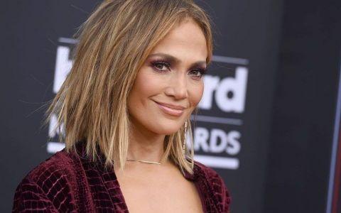 Jennifer Lopez, acuzată că a lovit cu mașina un fotograf