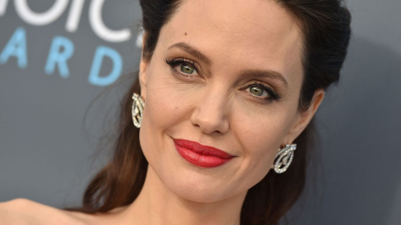 Ea este noua sosie a Angelinei Jolie. Asemănarea este izbitoare
