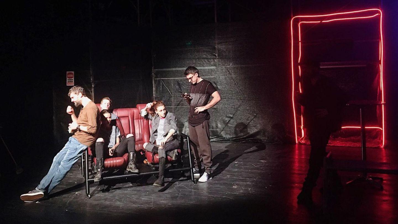 Taximetriști, piesa de teatru pe care trebuie să o vezi, mai ales dacă ești taximetrist