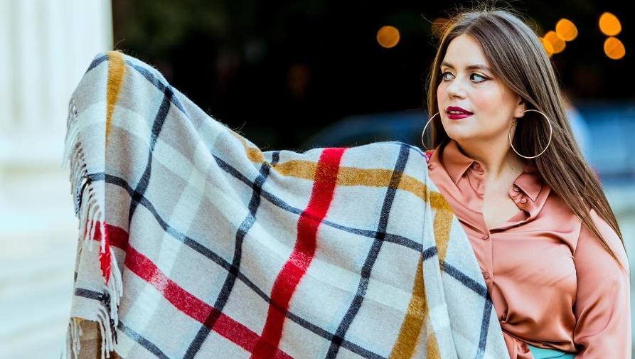 VIDEO Lorelei Bratu ne-a perezentat garderoba sa de lux
