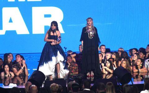 La 60 de ani, Madonna a uimit întreaga lume cu tenul ei de adolescentă! Vezi fotografii şi află-i secretele!