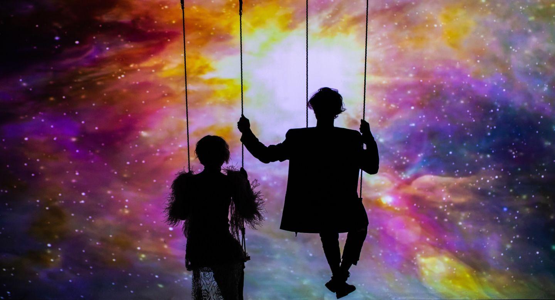 VIDEO Sore și Seredinschi aruncă cu  Praf de stele