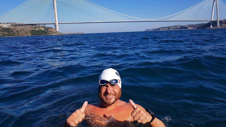 VIDEO Nou record! Avram Iancu a traversat Marea Neagră înot