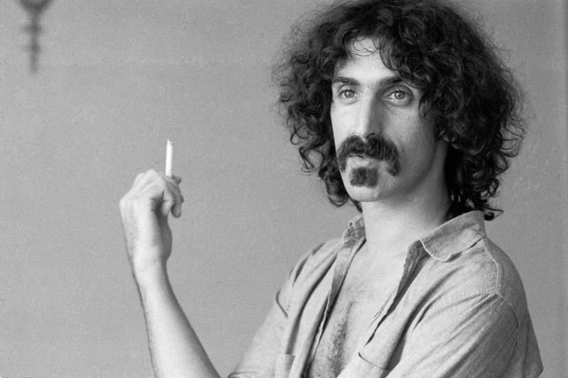 Familia lui Frank Zappa îl resuscitează pentru bani. Artistul va susține un ultim concert, la 25 de ani după ce a murit