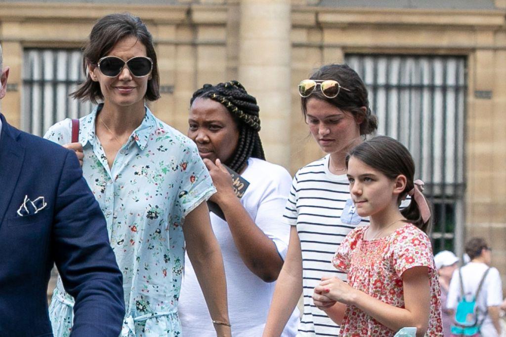 Katie Holmes, uluită de faptul că fiica ei Suri începe să semene tot mai mult cu Tom Cruise