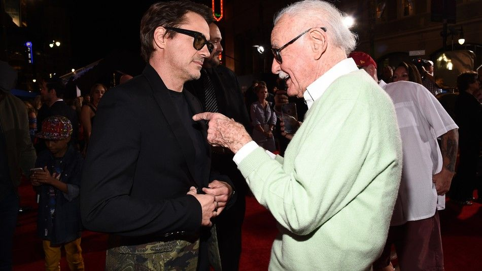 bdquo;A căzut în genunchi și i-a sărutat picioarele!  De ce a făcut Robert Downey Jr. acest gest în fața lui Stan Lee