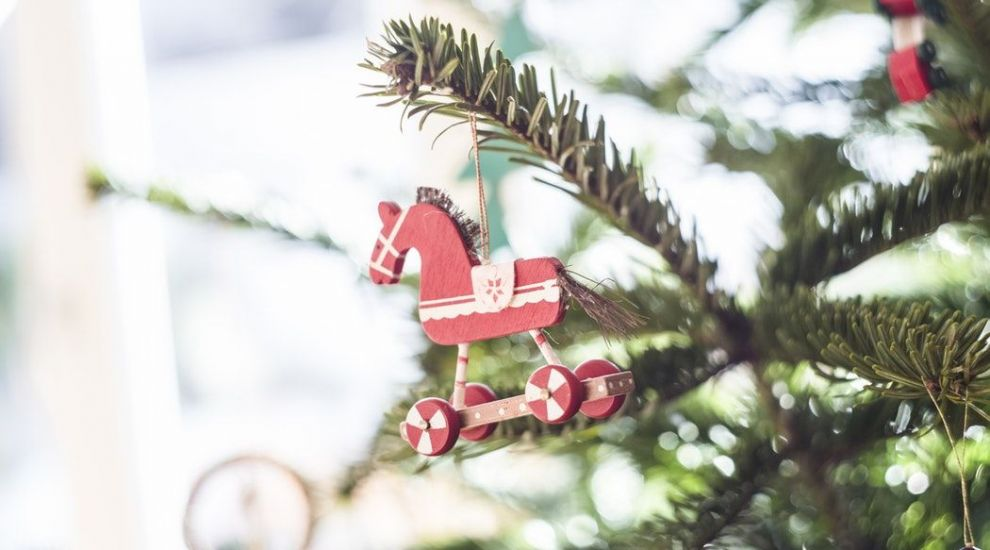 Opera comică pentru copii oferă spectacole, la pachet cu daruri de Crăciun