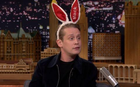 Ce face Macaulay Culkin când la tv rulează filmul Singur acasă