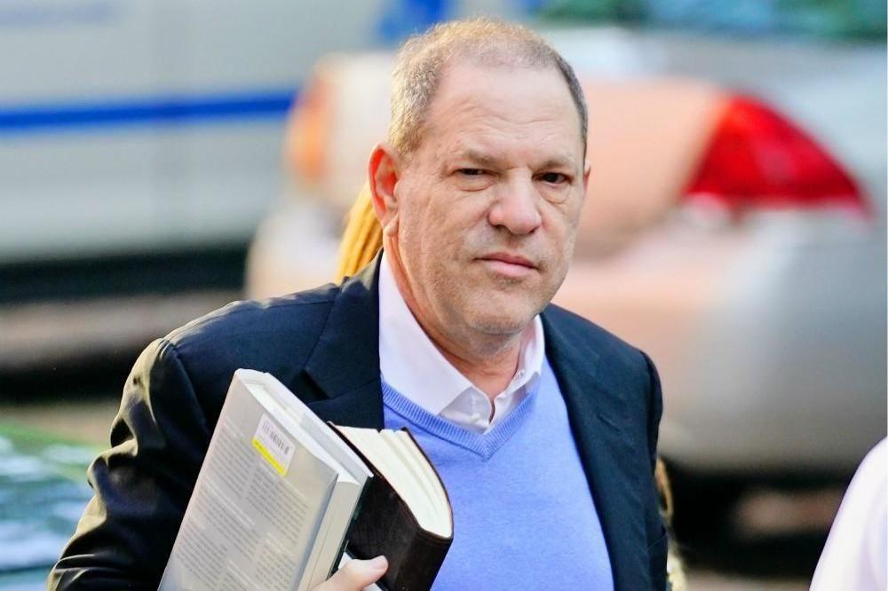 Producătorul Harvey Weinstein, acuzat că ar fi hărțuit zeci de femei, în centrul unui nou scandal
