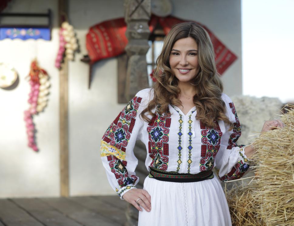 EXCLUSIV: 20 de poveşti de Crăciun ale vedetelor Pro TV. Oana Cuzino ne povestește despre copilăria ei