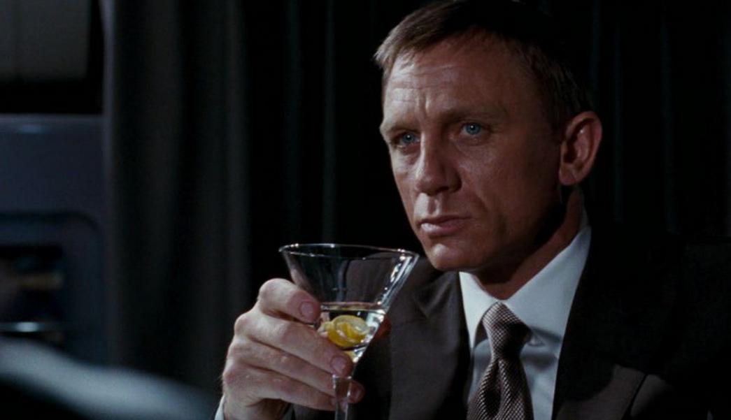 Bond trebuie să renunțe la Vodka Martini. Ce au descoperit cercetătorii după ce au analizat filmele din seria 007