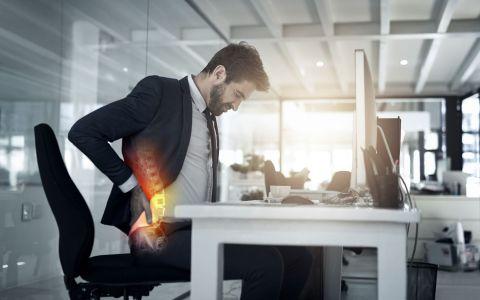 VIDEO Cum putem elimina durerile de spate la birou