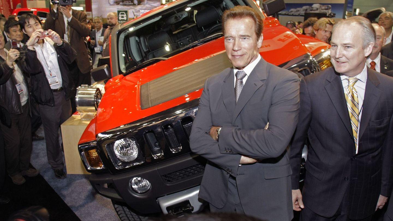 Terminatorul eco. Arnold Schwarzenegger conduce primul Hummer electric din lume
