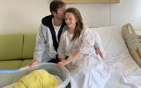 Adela Popescu și Radu Vâlcan au anunțat numele bebelușului