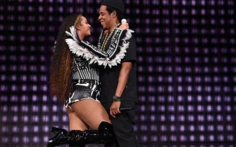 Staruri care încă formează un cuplu, în ciuda scandalurilor de infidelitate