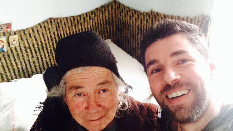 EXCLUSIV: 20 de poveşti de Crăciun cu vedetele PRO TV - Alex Dima şi sărbătorile în casa bunicilor