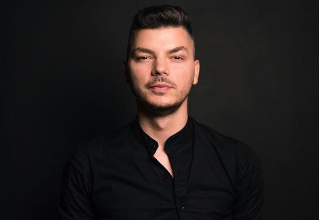 VIDEO Barmanul Valentin Luca, povestea unui nou titlu mondial