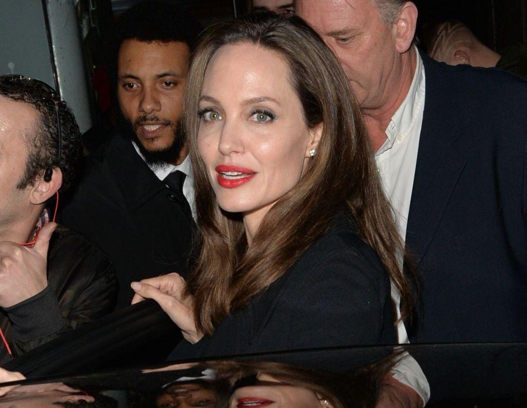 Ce a făcut Angelina Jolie înainte de decernarea Globurilor de Aur