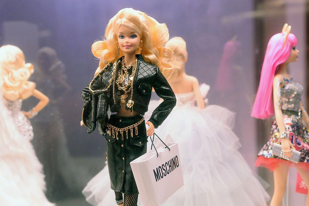 Cine este actrița care o va interpreta pe Barbie, în primul film live action cu celebrul personaj