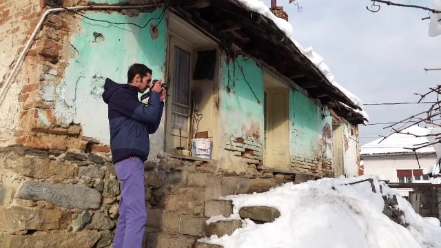 Românii care  Colorează satul  sunt puși pe fapte mari și vor să atragă oamenii în satul cu peisaj de basm