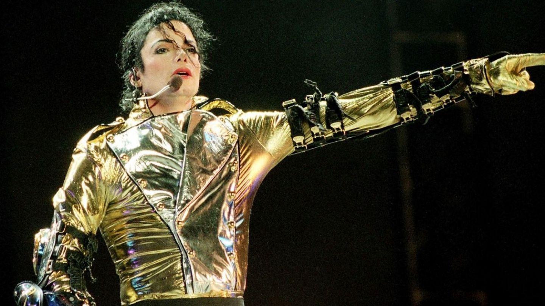 Un documentar controversat despre trecutul întunecat al lui Michael Jackson stârnește mânia familiei megastarului