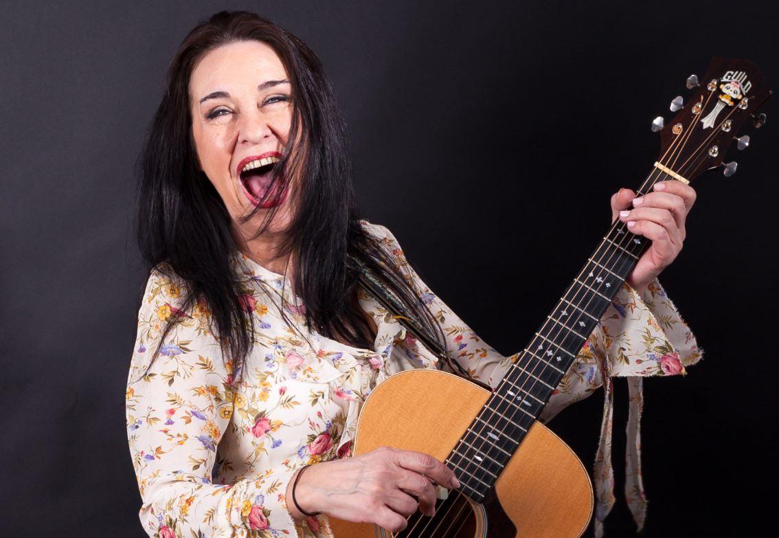 Zoia Alecu, în mare formă de ziua ei. Cântăreața sărbătorește și 45 de ani de la debutul în muzică