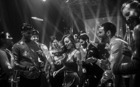 Prima discotecă din lume a funcționat pe o străduță din Paris. Istoria cluburilor cu muzică înregistrată