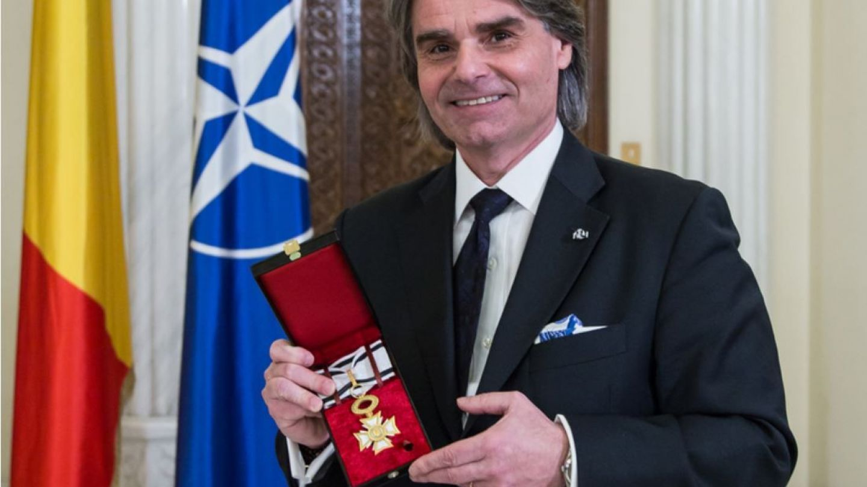 Dirijorul Orchestrei Uniunii Europene, decorat de președintele Klaus Iohannis
