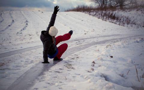 VIDEO Accidentări pe gheață, lecție de prim ajutor