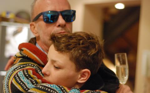 EXCLUSIV: Salutare, naţiune! Andrei Gheorghe ar fi împlinit 57 de ani. Cum l-au sărbătorit prietenii şi familia