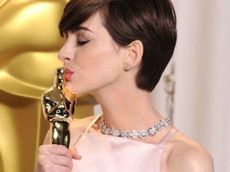 Anne Hathaway, colaborare cu Robert Zemeckis sub umbrela de brand a Warner Bros.