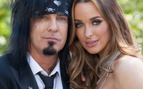 Nikki Sixx, basistul trupei Mötley Crüe, tată pentru a cincea oară la 60 de ani