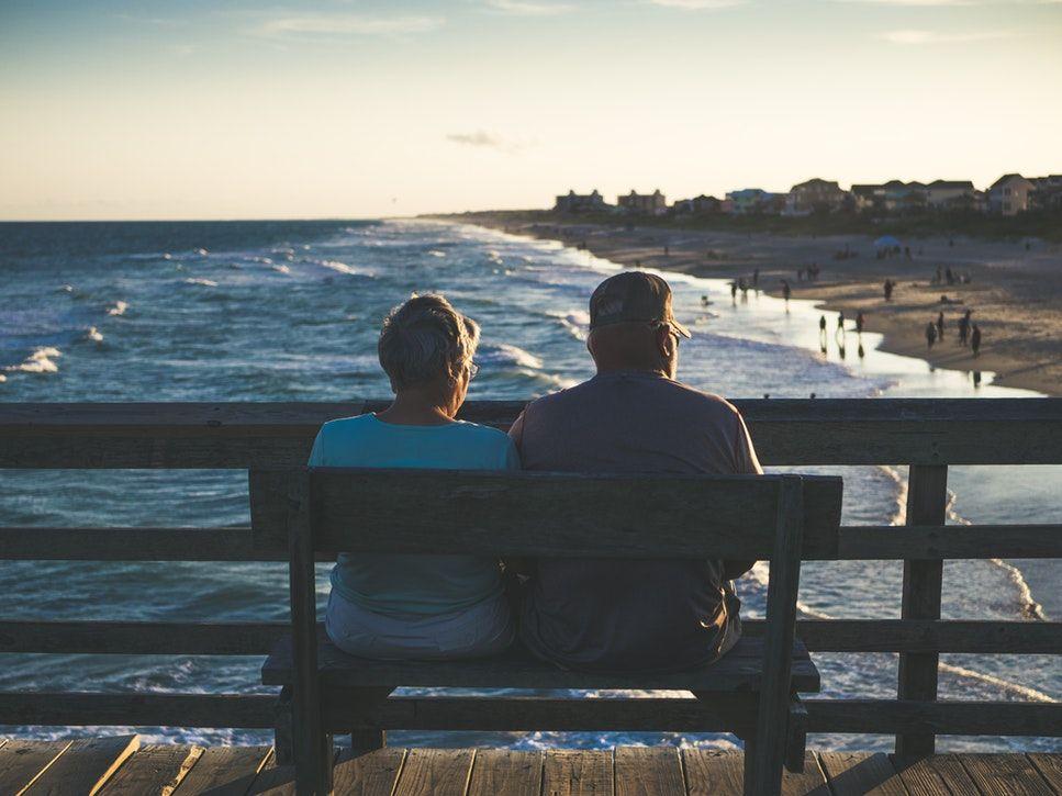 De ce ne simţim singuri când suntem într-o relaţie? Aflăm vineri, la  Vorbeşte lumea