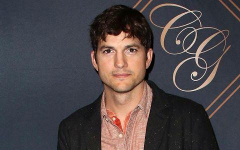 Ashton Kutcher și-a publicat numărul de telefon pe Twitter și vrea să primească mesaje de la fani